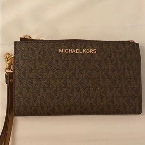 BRAND NEW Michael Kors signature wallet clutch